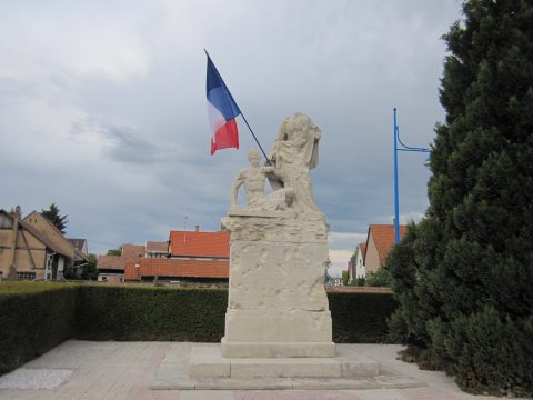 Monument aux morts ancien